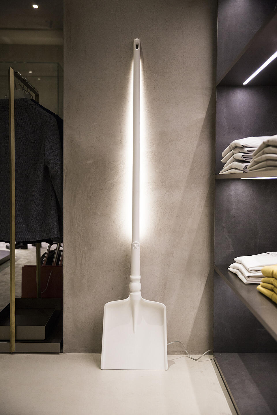 Tobia How to illuminate a store
