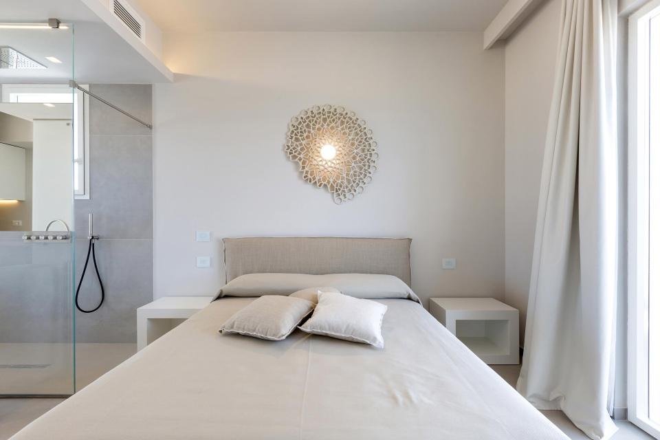Notredame Karman lampada camera hotel