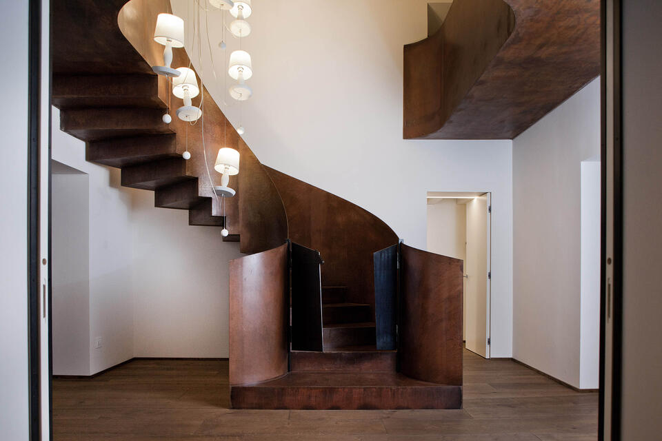 Norma M How to illuminate an internal staircase