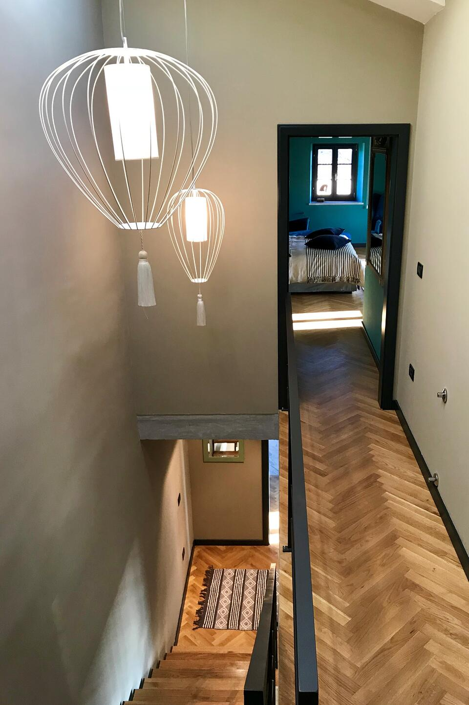 Cell internal How to illuminate an internal staircase