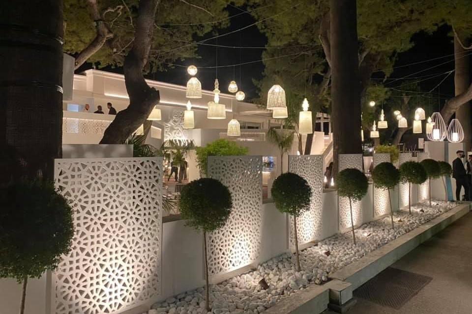 Illuminazione esterna del ristorante con le lampade Karman