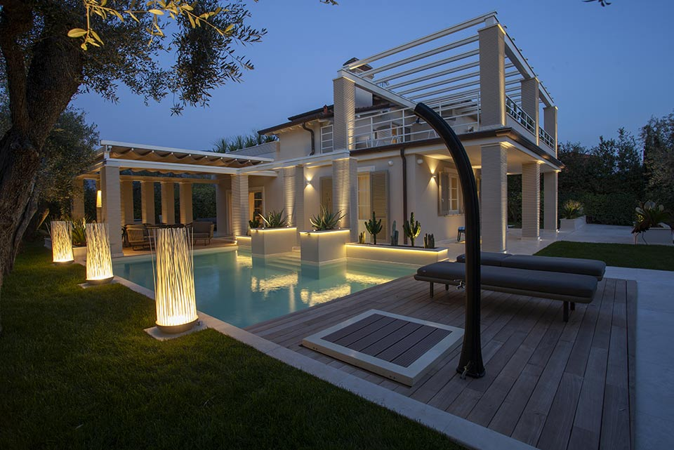 Lighting for villas: this is the Villa Simona project Don't Touch