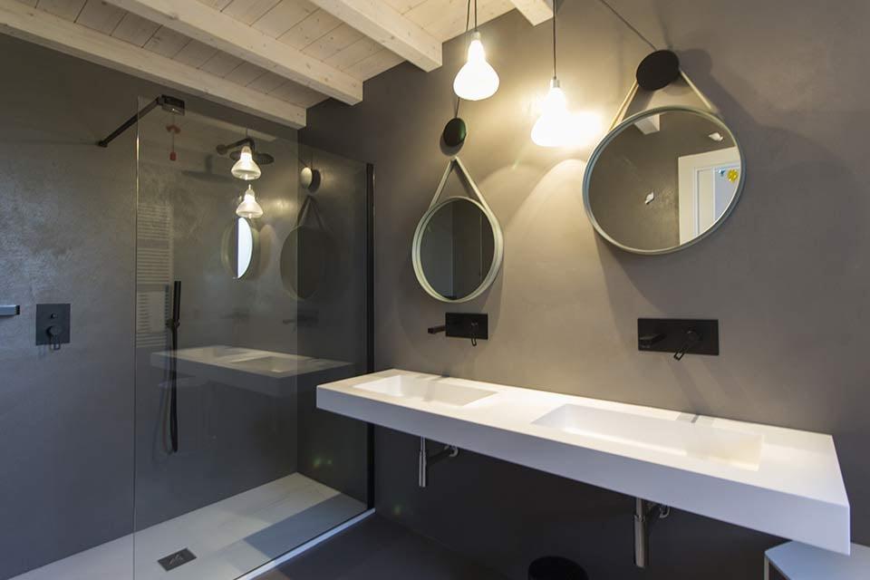 Quali sono le migliori tipologie di lampade per il bagno? Make Up