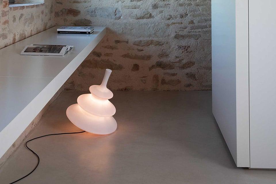 Illuminare ogni ambiente in modo scenografico con la nuova collezione 2020 by Karman Pirla