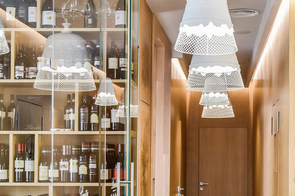 Designing restaurant lighting: how to create the right atmosphere Domenica