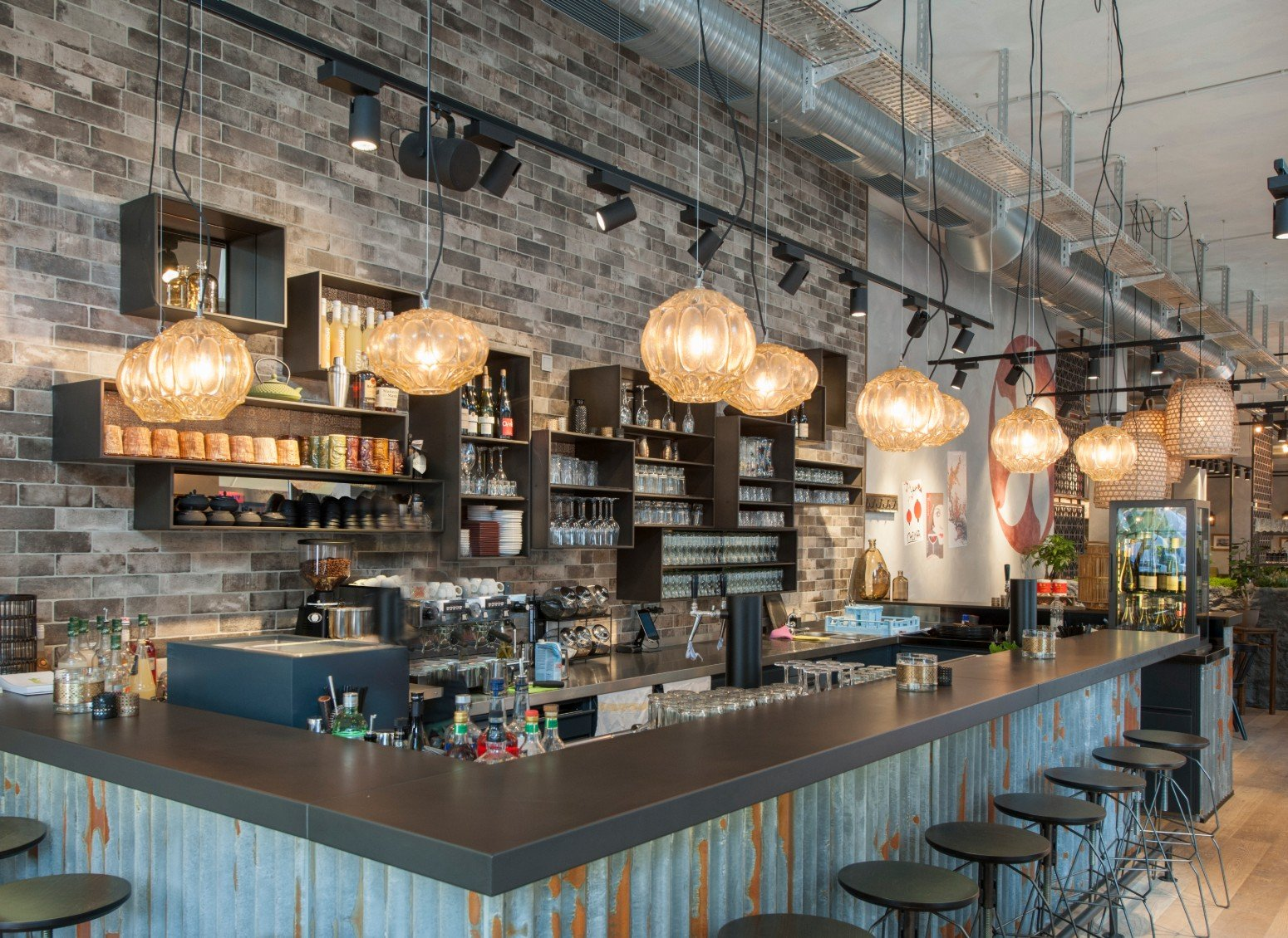 Illuminating the countertop of a bar or restaurant: a guide for choosing lamps