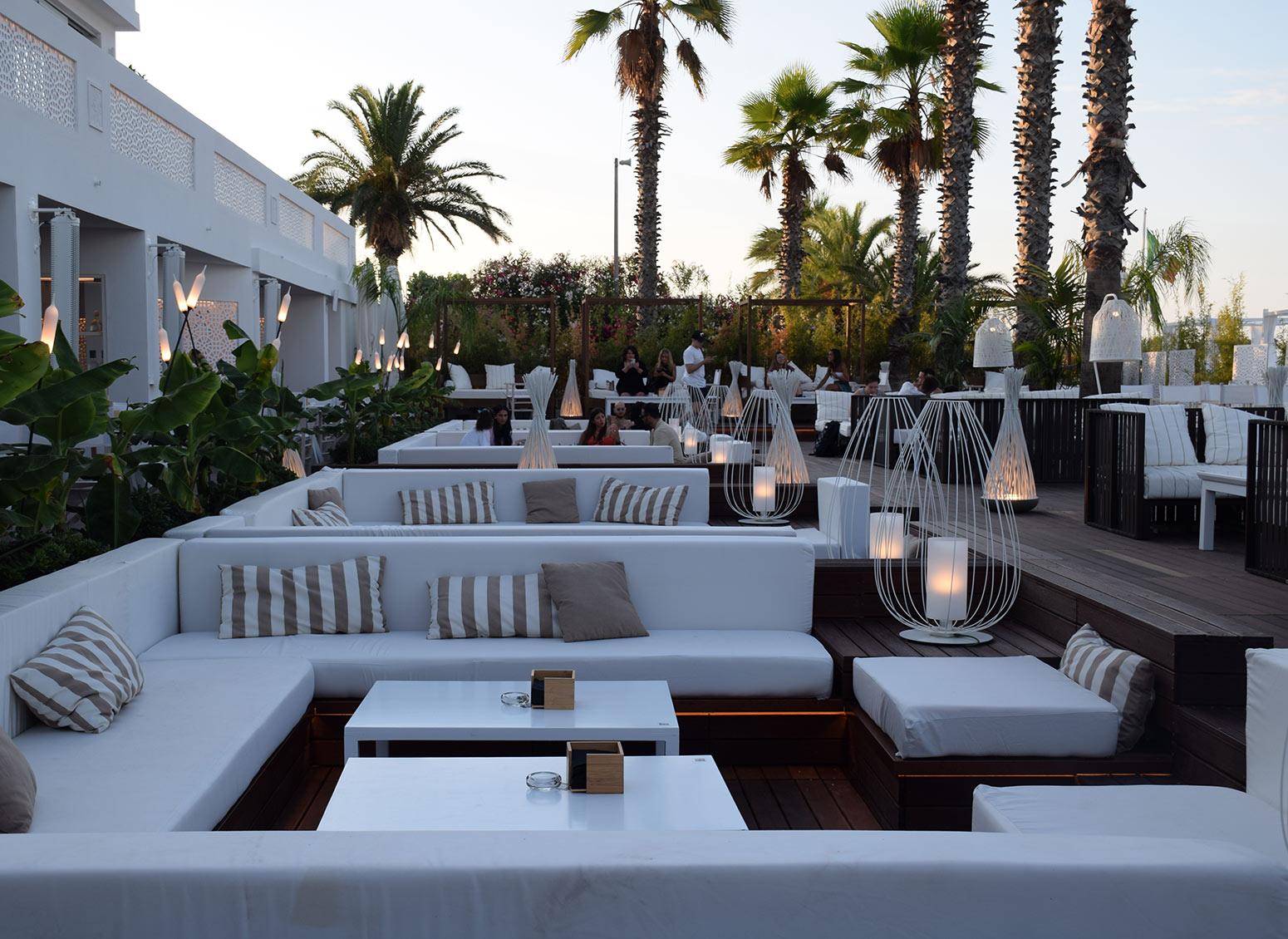 Consigli di illuminazione: creare un'atmosfera magica per bar e ristoranti all'aperto