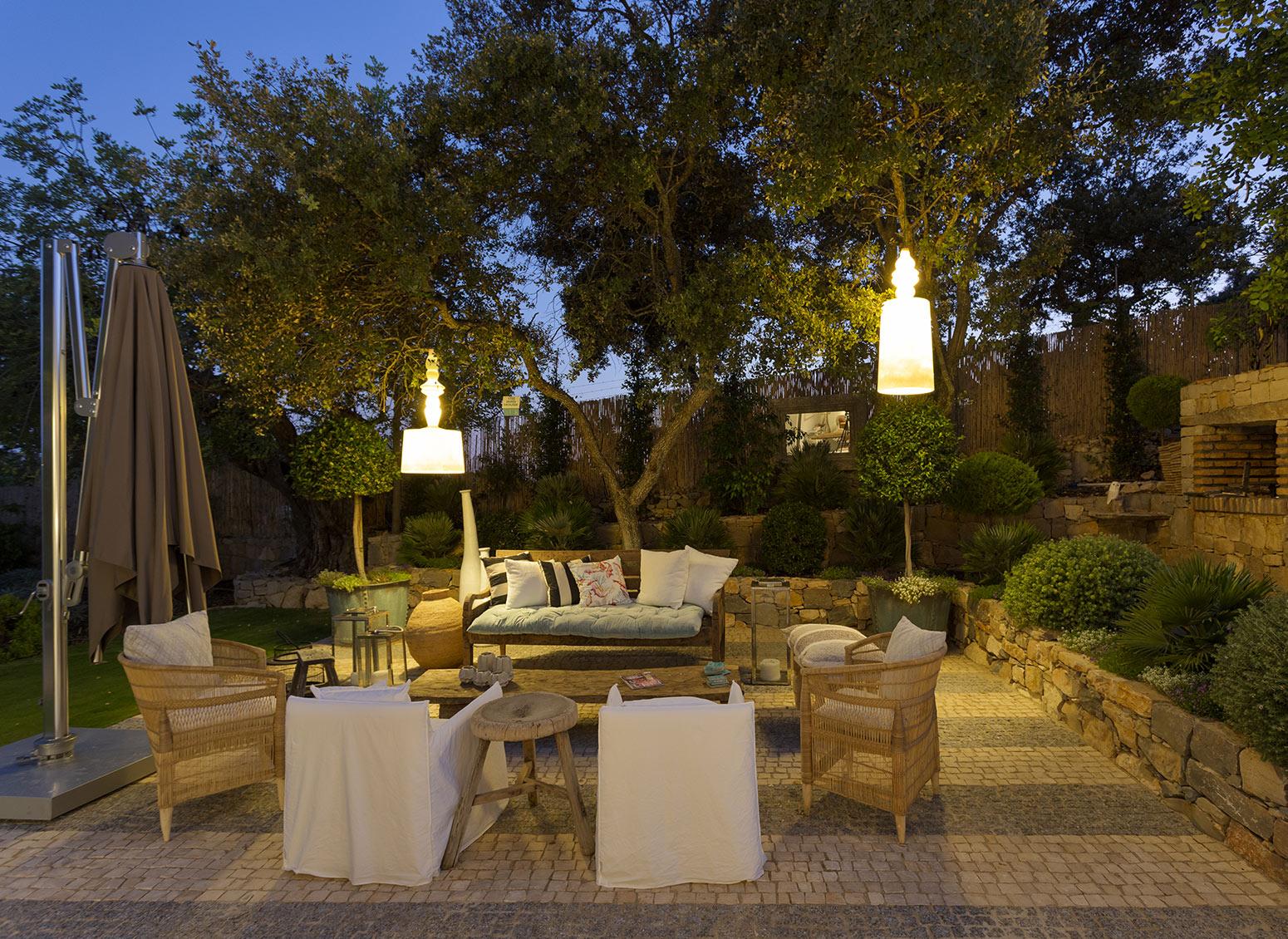 Magia ed atmosfera: la guida all'illuminazione di design per il giardino