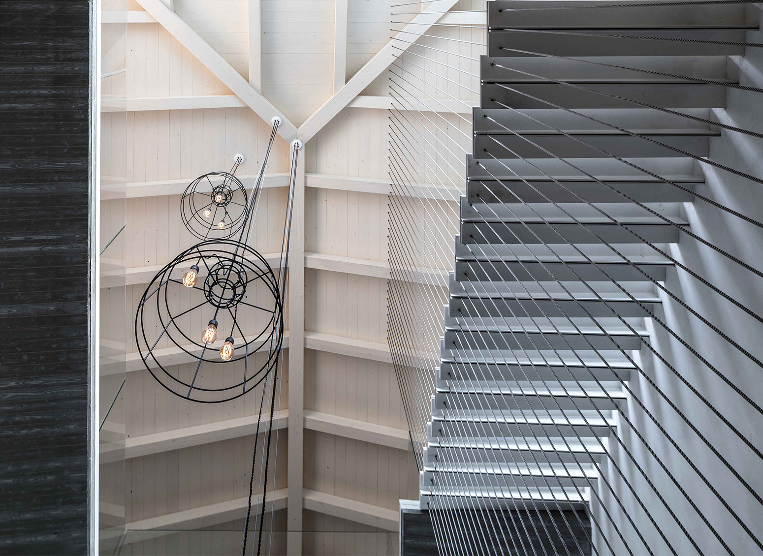 How to illuminate an internal staircase: 6 ideas by Karman