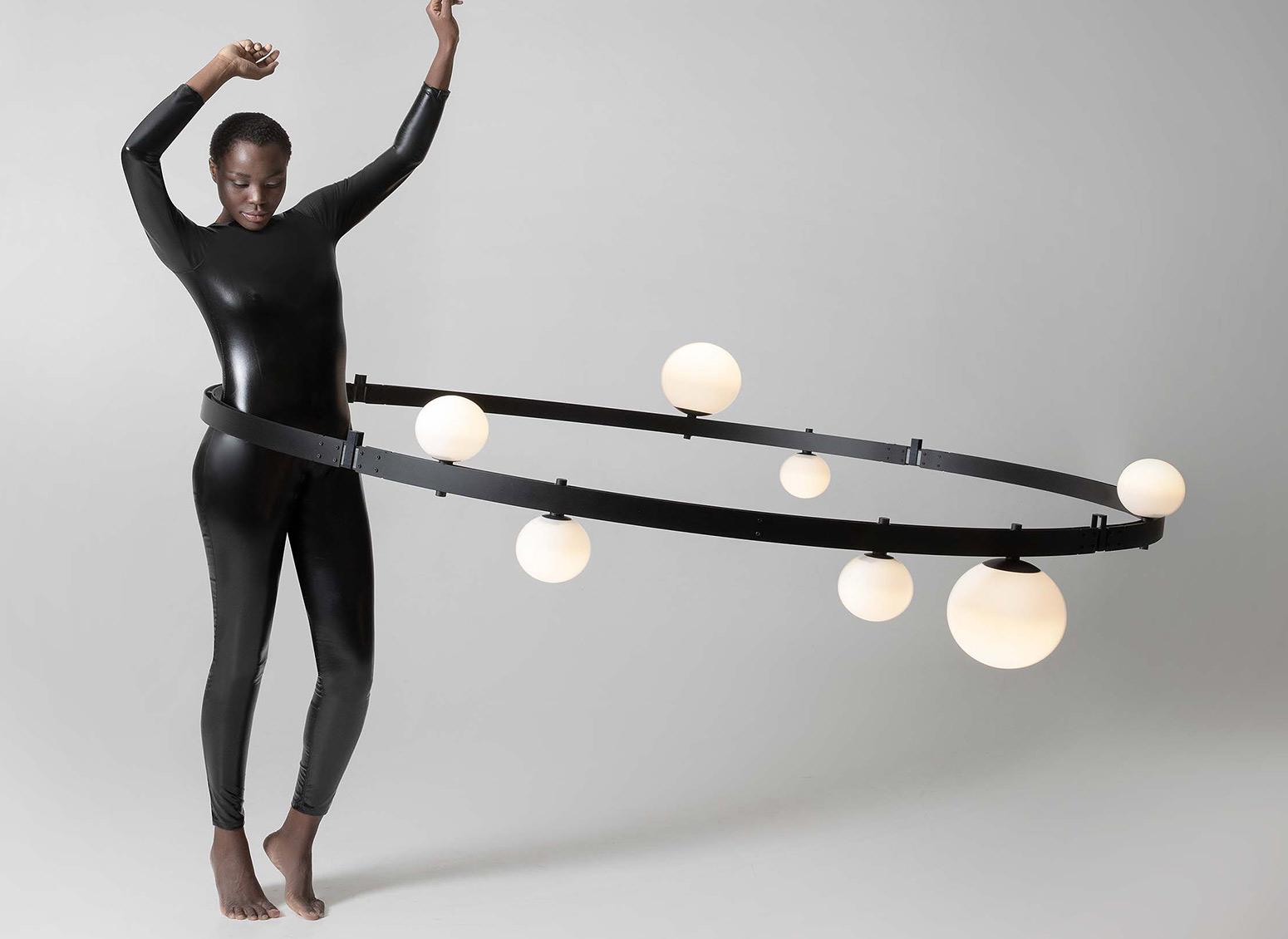 Stant by Karman: illuminazione, linee e geometria